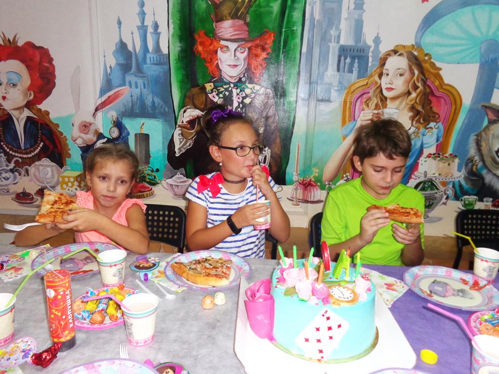 Фото Большой гостевой комнаты. Детский День рождения в квестах Алиса и Гарри Поттер на Ларина - это красиво! Ростов-на-Дону