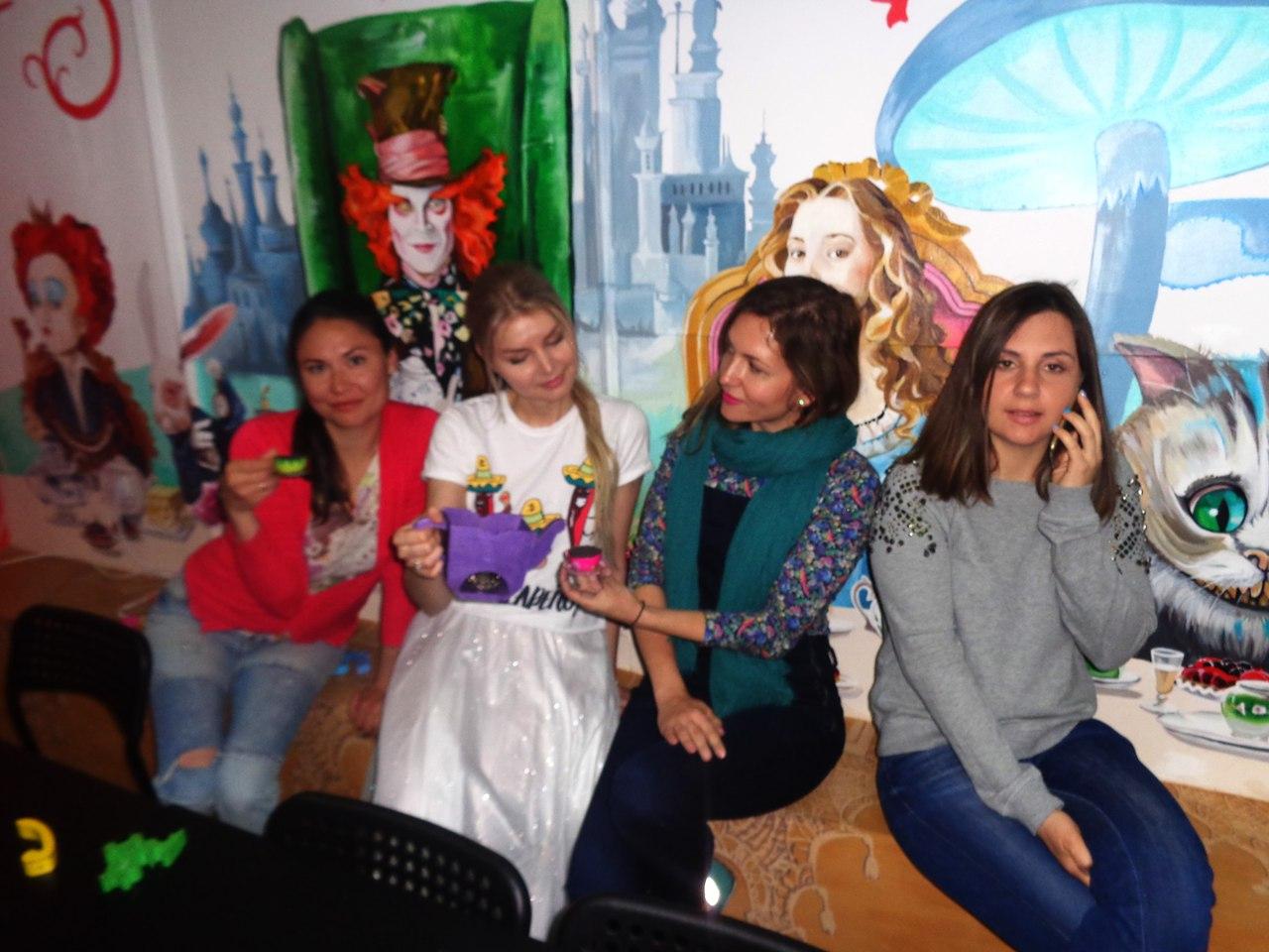Фото Большой гостевой комнаты в квестах Алиса и Гарри Поттер на Ларина. Ростов-на-Дону